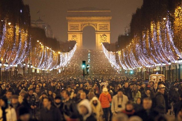 http://metro.co.uk/2012/12/31/gallery-new-years-eve-celebrations-as-world-welcomes-2013-3333783/france-new-year-paris/