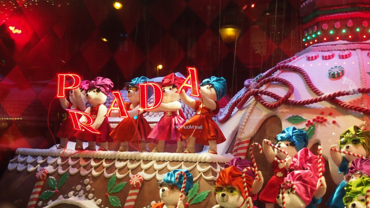 A Very Rich and Sunctuous Christmas has Arrived to Window Displays in Paris