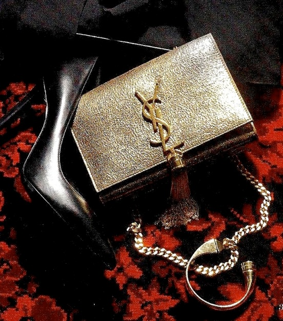 Yves Saint Laurent Clutch, 1290 €