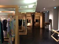 Natural wood, white backgrounds and mirrored surfaces to reinforce the concept of the store