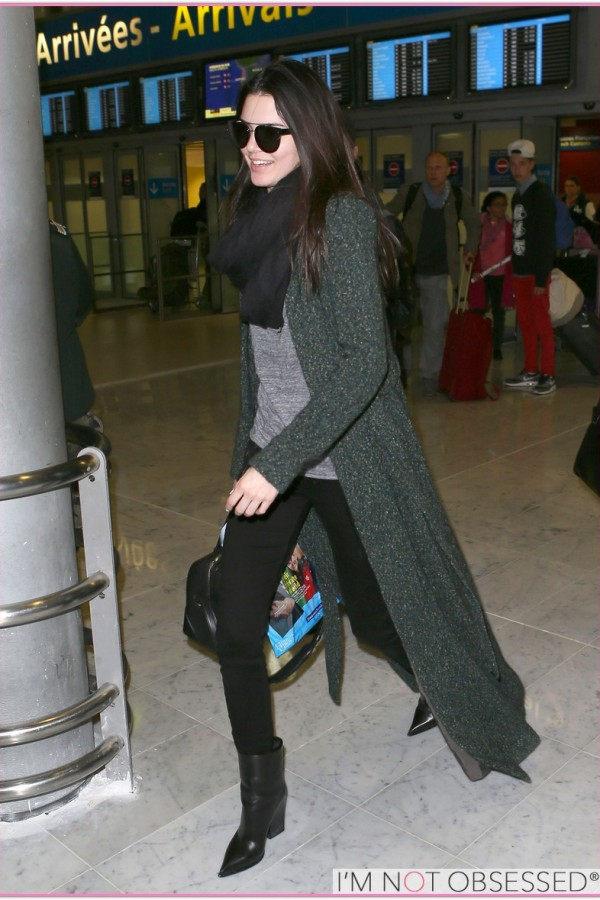 Paparazzi at her arrival at CDG Airport