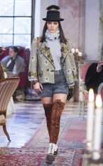 rs_634x1024-141202130032-634-kendall-jenner-chanel-fashionshow.jw.12214