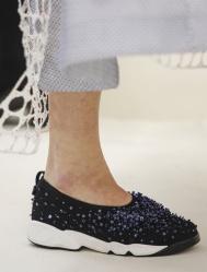 como_se_elaboran_las_fusion_sneakers_de_dior_1711_620x