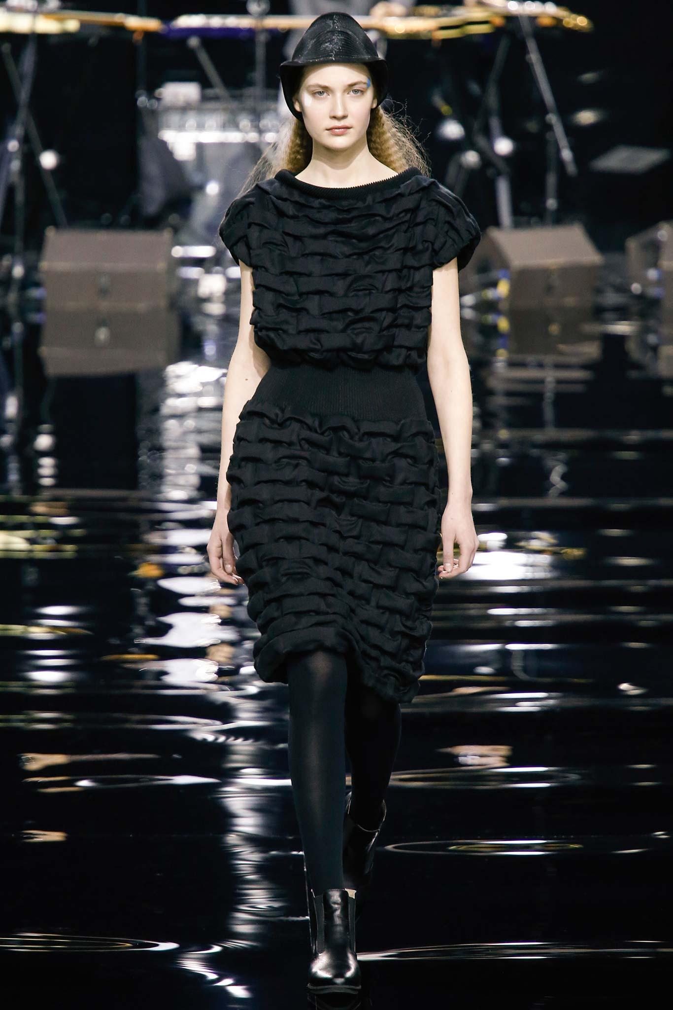 IFA review- Issey Miyake at Paris Fashion Week for Drapes In Garments  113lpg