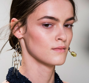 Paris-Fashion-Week-Coverage-Mismatched-Earrings-Nina-Ricci-Spring-2015-Accessories-06