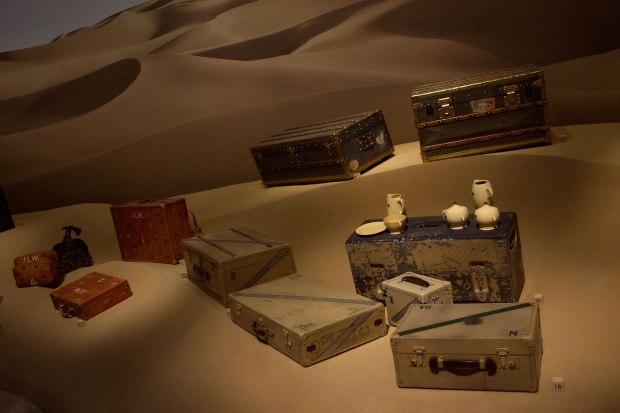 Louis-Vuitton-Volez-Voguez-Voyagez_trunk_desert