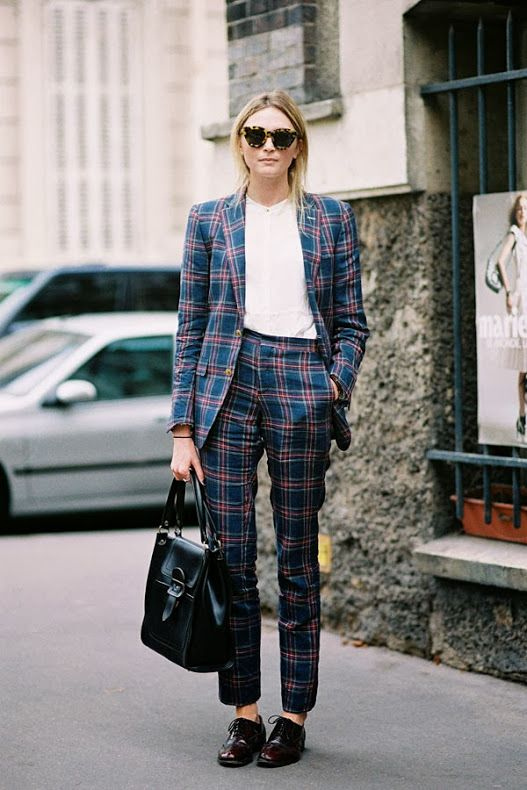 Because she looks so good in a suit, here is an example of how to wear this look © Pinterest