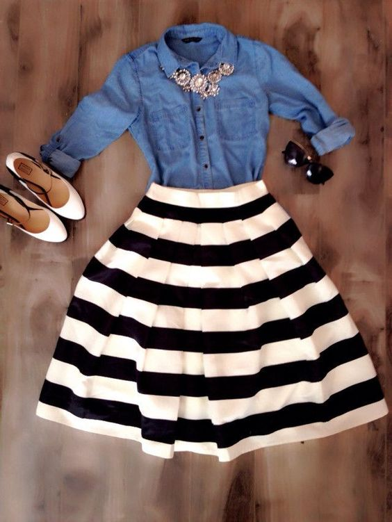 Nice stripy skirt with hey look a denim shirt, another good combination © Pinterest