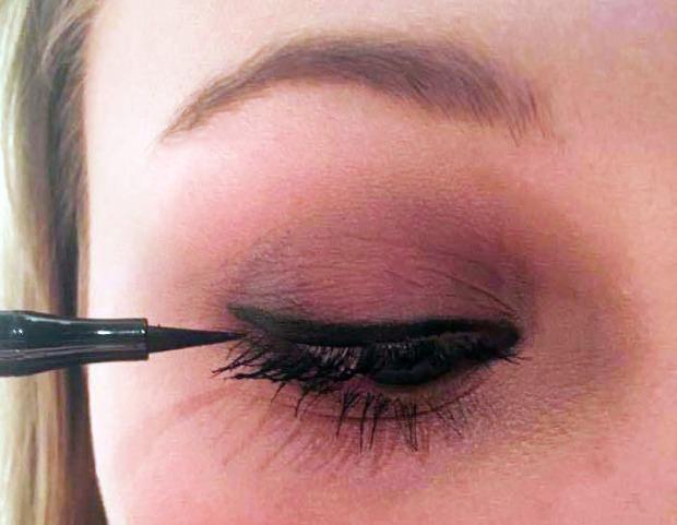 ©Emilie Heyl - Eyeliner and mascara applied