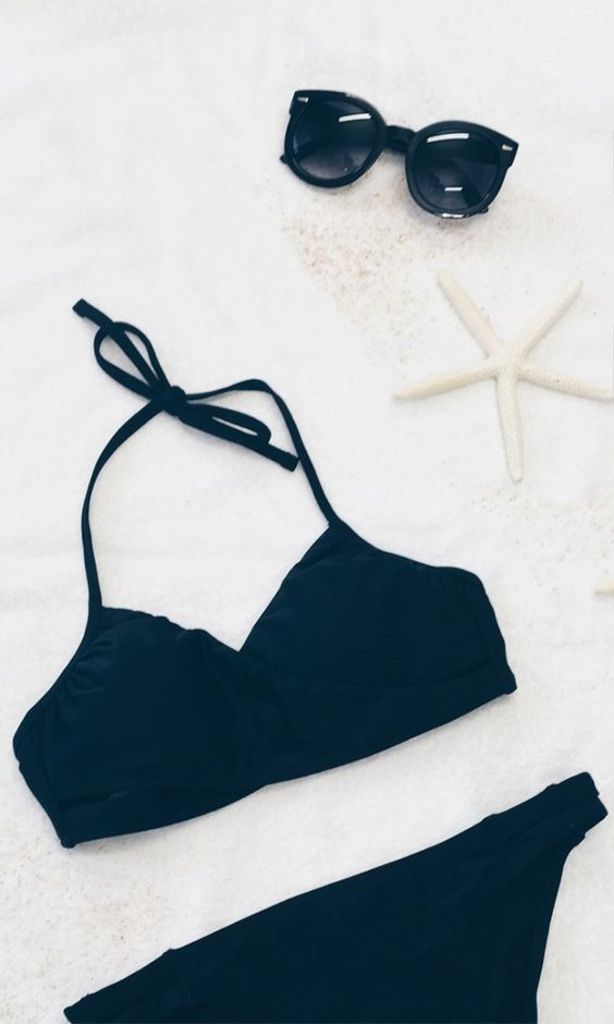 black bikini © Trang Nguyen