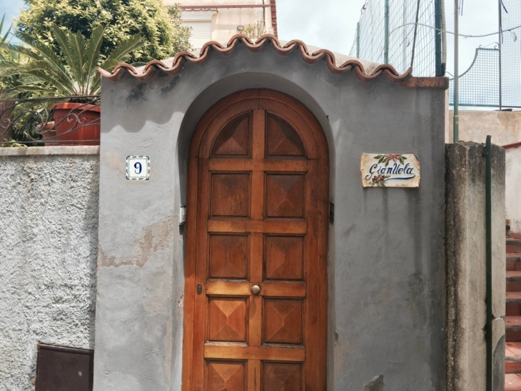 Italian Door, Capri © Hailey Edy