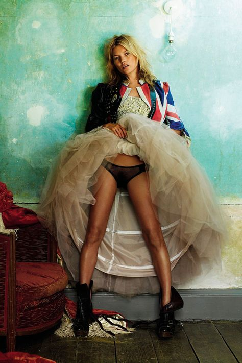 Kate Moss shot by Mario Testino, September 2004 © Vogue