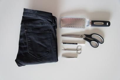 diy_ripped_jeans-2_sarahvonh