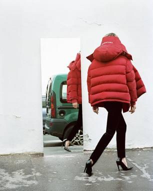 balenciaga-reveal-fresh-autumnwinter-16-campaign-shots-body-image-1469794416
