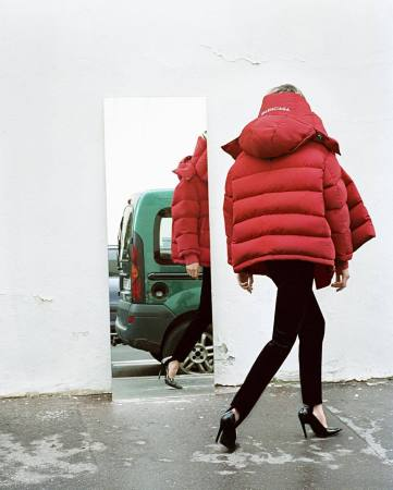 balenciaga-reveal-fresh-autumnwinter-16-campaign-shots-body-image-1469794416